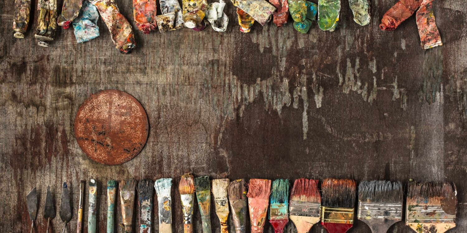 paint-brushes-and-tubes-of-oil-paints-on-wooden-P89SQF6
